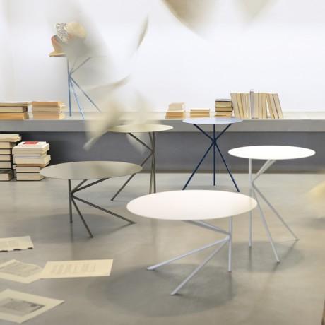 Tavolino rotondo di design in metallo laccato