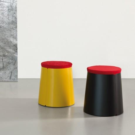 Tavolino in metallo con ruote BOBINO POUF e pouf sfoderatile in ciniglia rosso