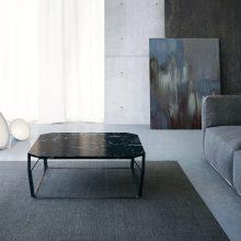 Tavolino da salotto con piano in marmo nero