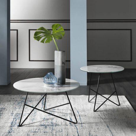 Eleganti tavolini con top in vetro marmo Calacatta Memedesign